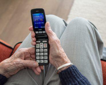 I migliori telefoni cellulari per anziani del 2021: i 7 migliori feature phone a confronto